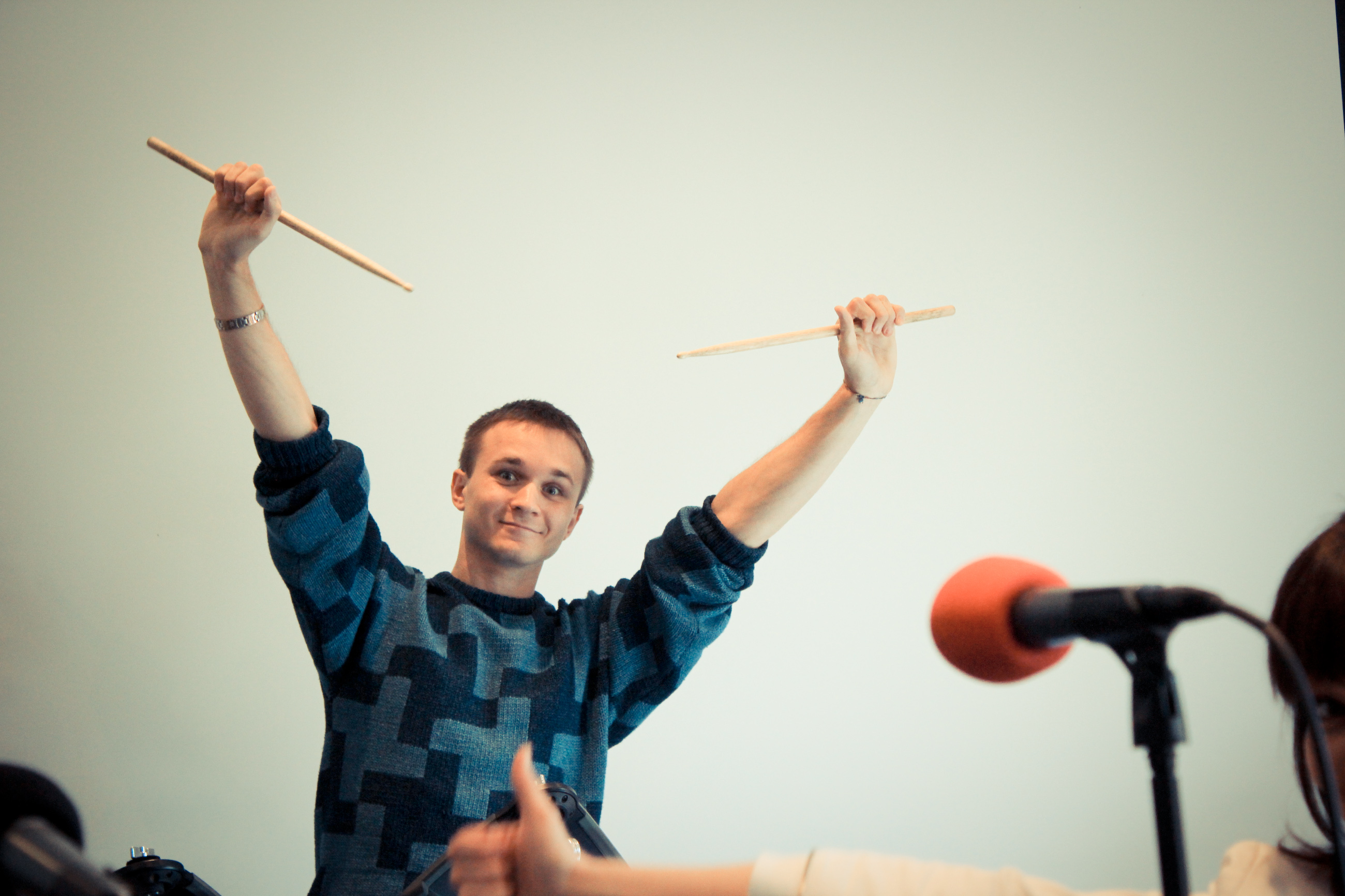 Operating the drumsticks